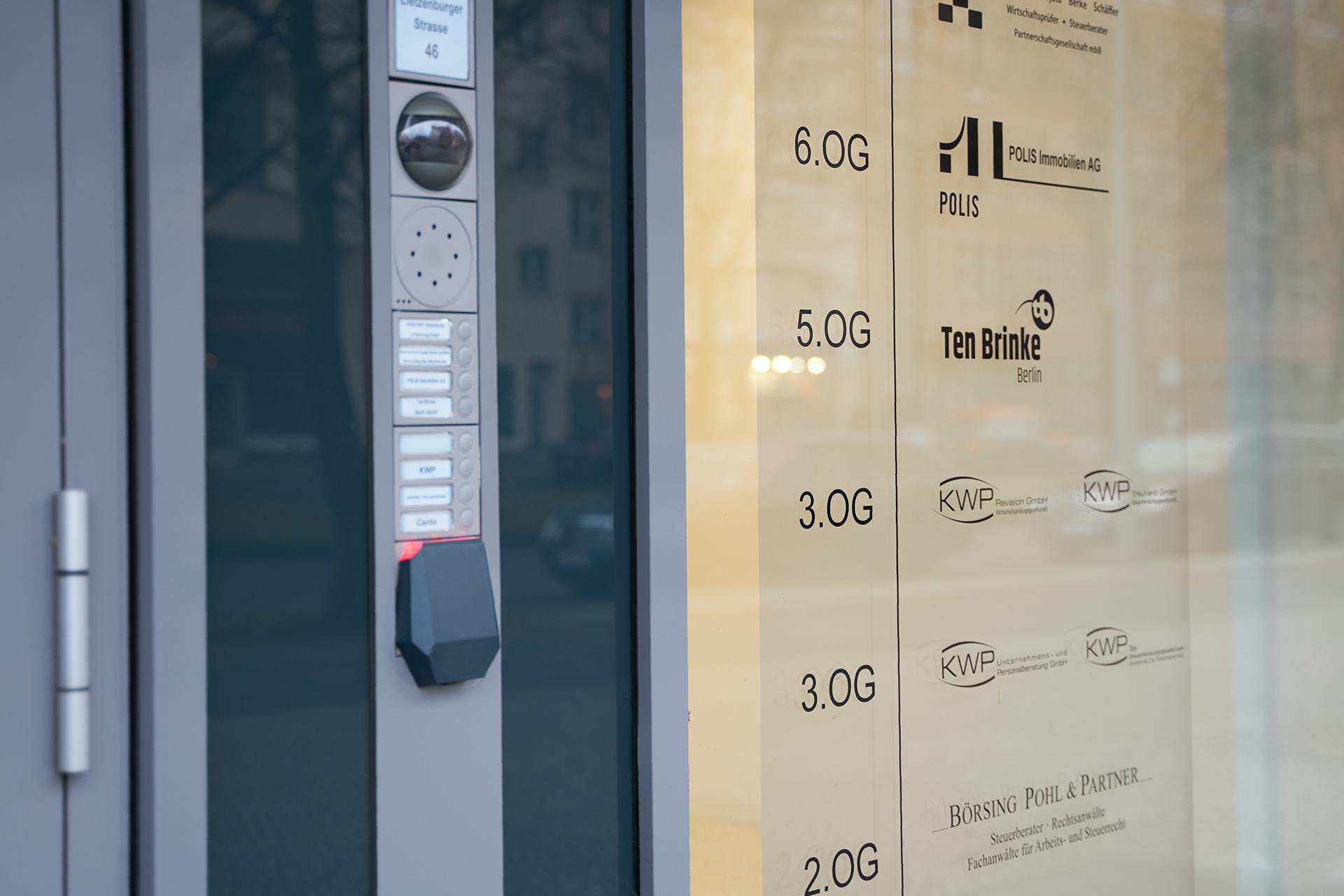 Access Hub am Eingang des POLIS-Büros